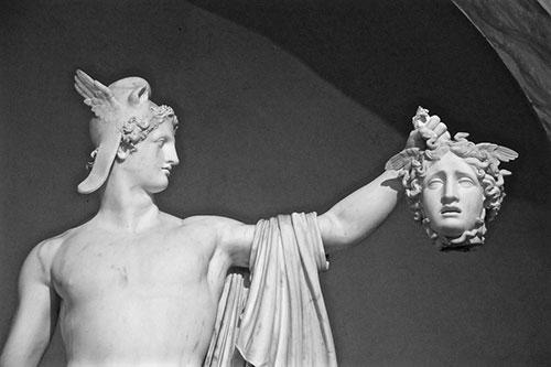 ギリシャ神話の英雄のイメージ写真(メデュウサを倒したペルテウス)