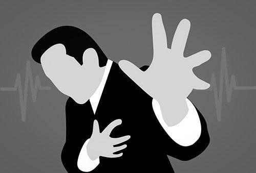心臓がドキドキする男性の画像
